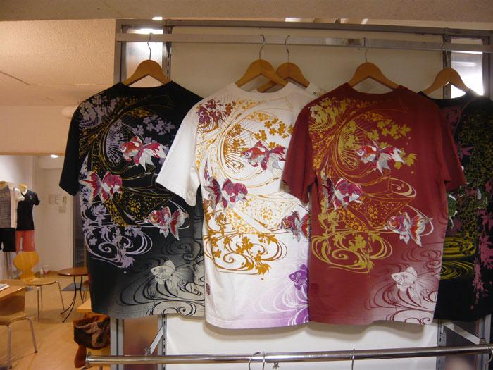 絡繰魂 金魚刺繍和柄Tシャツ