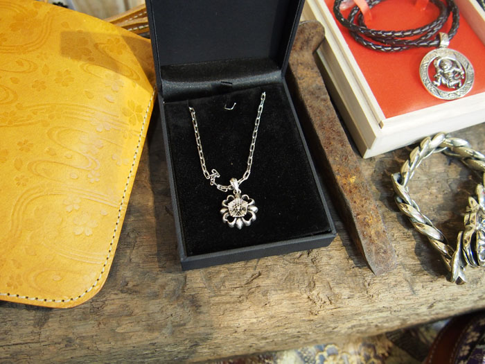 真鍮桜ネックレス
