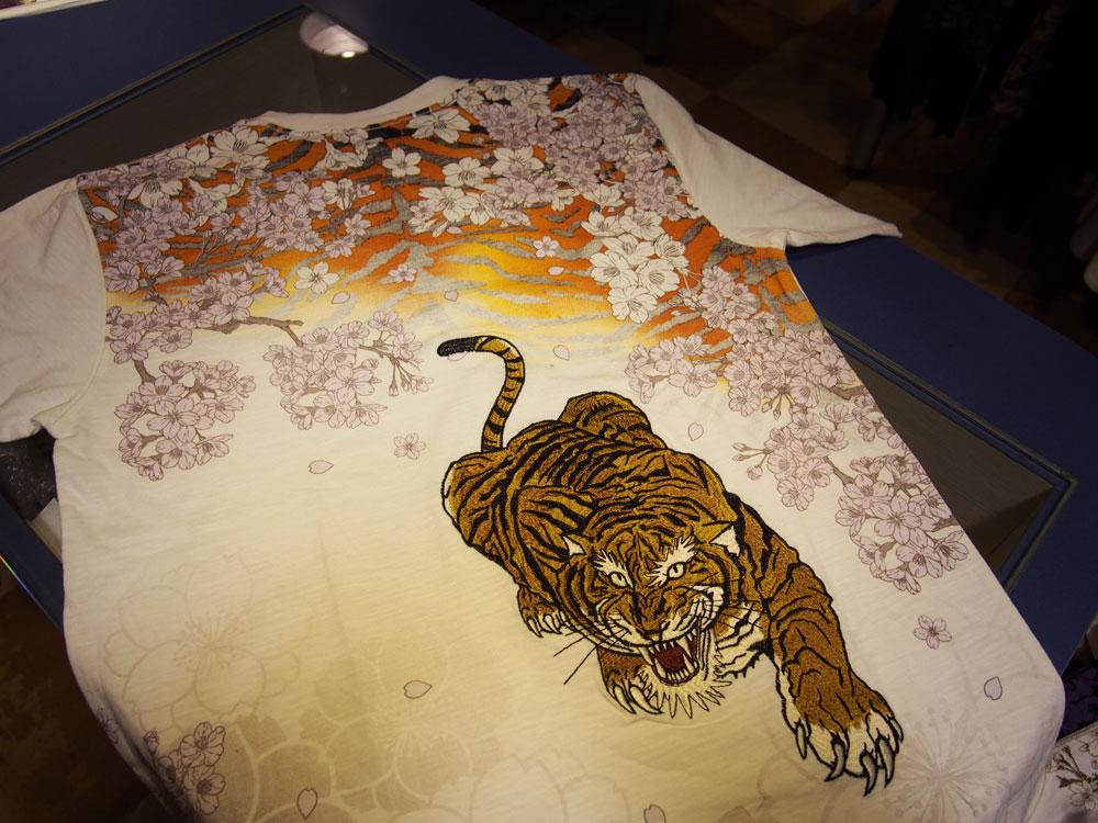虎 和柄Tシャツ